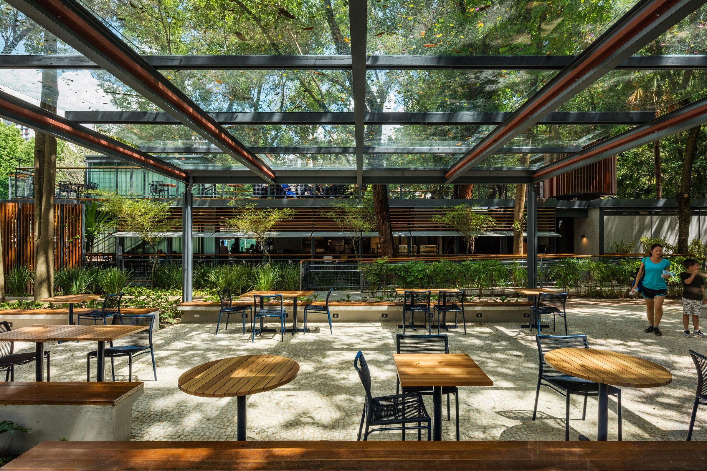mau quan cafe cay xanh dep hinh that 3 Mẫu thiết kế quán cafe sân vườn đẹp giúp kinh doanh sinh lời giữ chân khách hàng trung thành