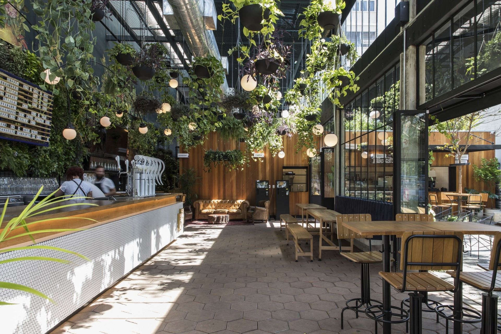 mau quan cafe cay xanh dep hinh that 7 Mẫu thiết kế quán cafe sân vườn đẹp giúp kinh doanh sinh lời giữ chân khách hàng trung thành