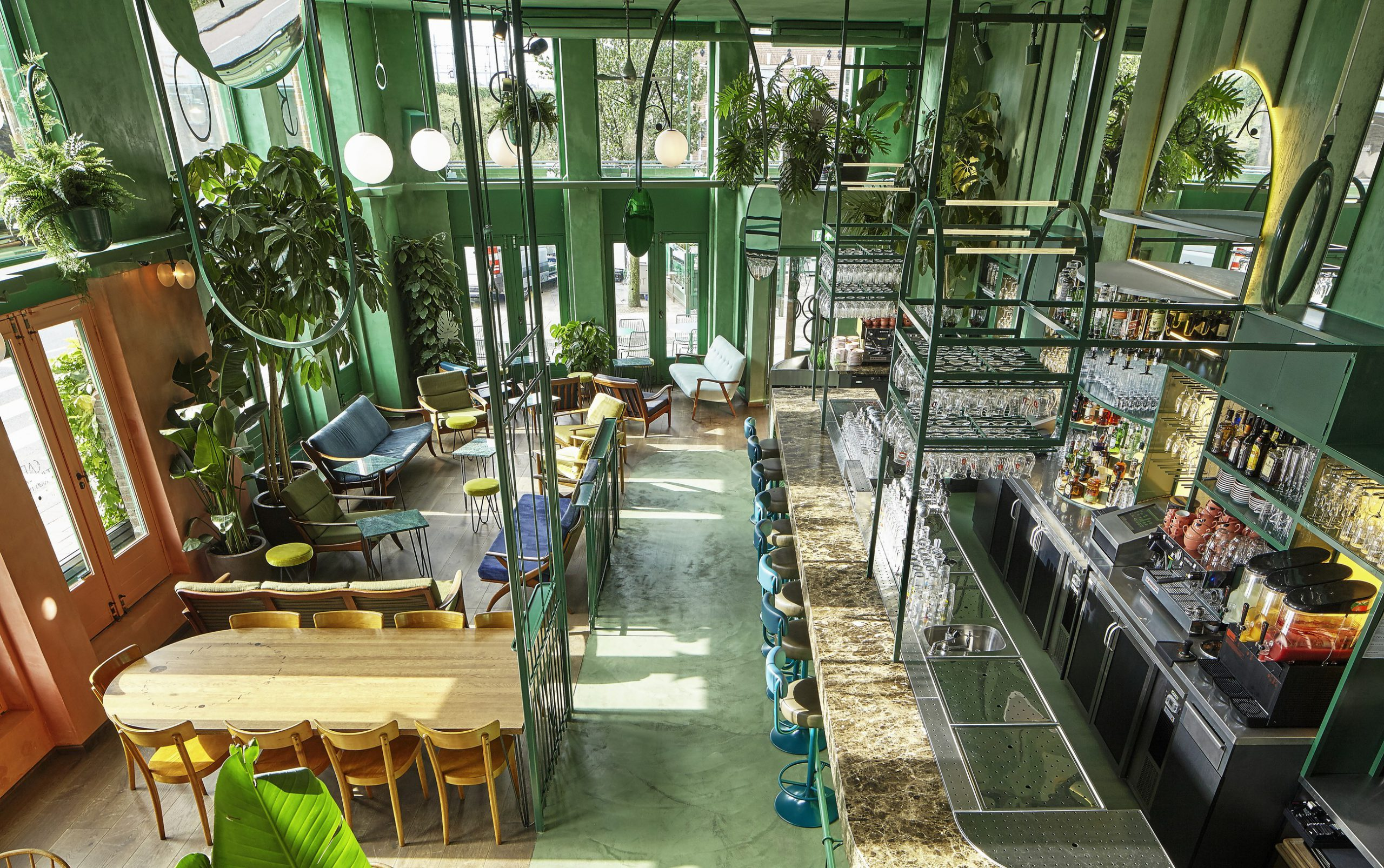 mau quan cafe cay xanh dep hinh that 9 scaled Mẫu thiết kế quán cafe sân vườn đẹp giúp kinh doanh sinh lời giữ chân khách hàng trung thành