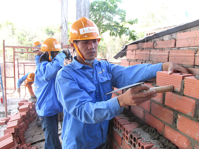 doi ngu thi cong chuyen nghiep cua Vinatrends thiết kế xây nhà đẹp biên hòa   đồng nai chuẩn thi công sát dự toán tại Vinatrends