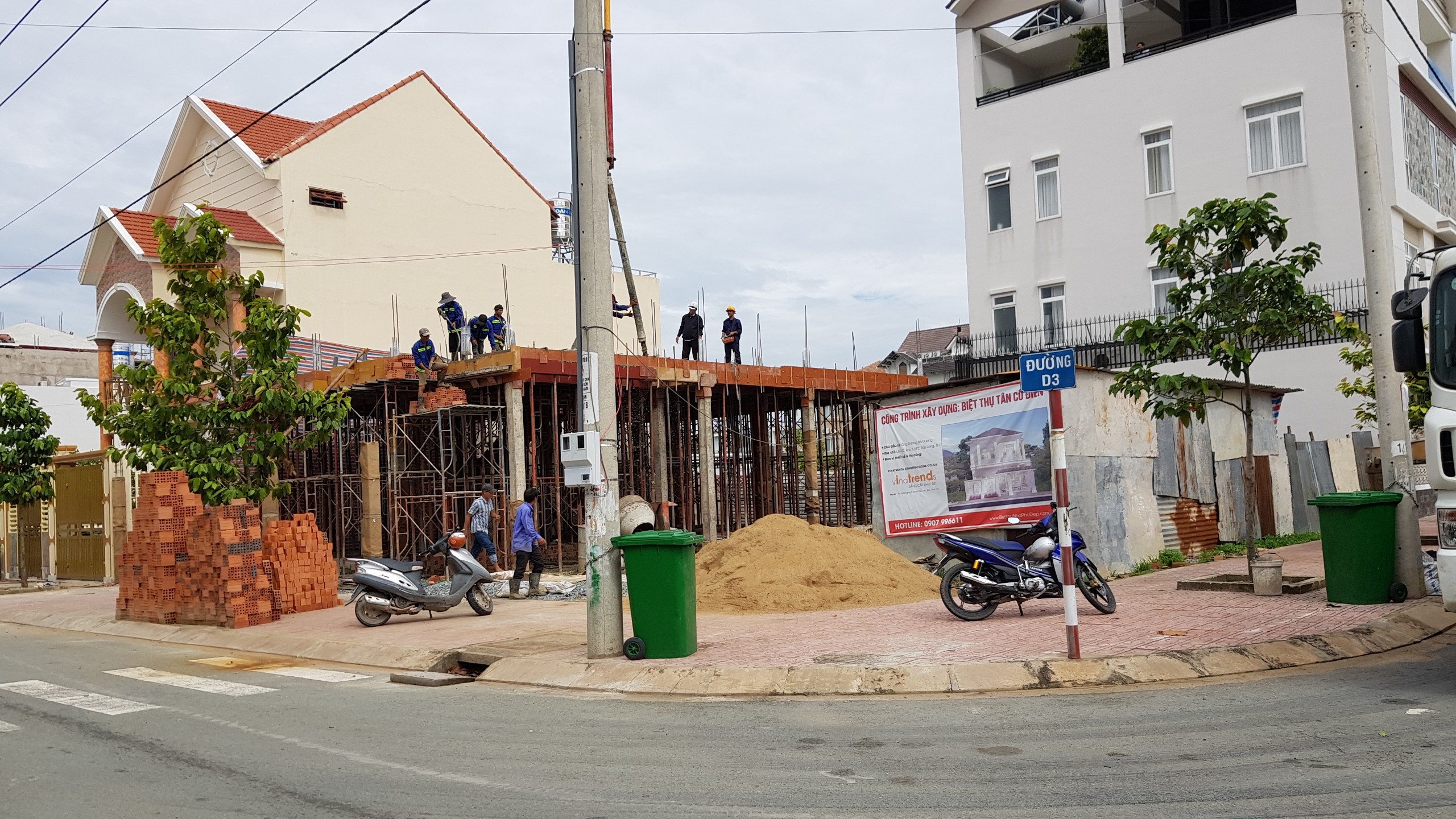 thi cong biet thu 2 tang o bien hoa buu long 2018 1 Hơn 12 mẫu nhà biệt thự 1 2 3 4 tầng ở Biên Hòa dự kiến hoàn thiện năm 2019