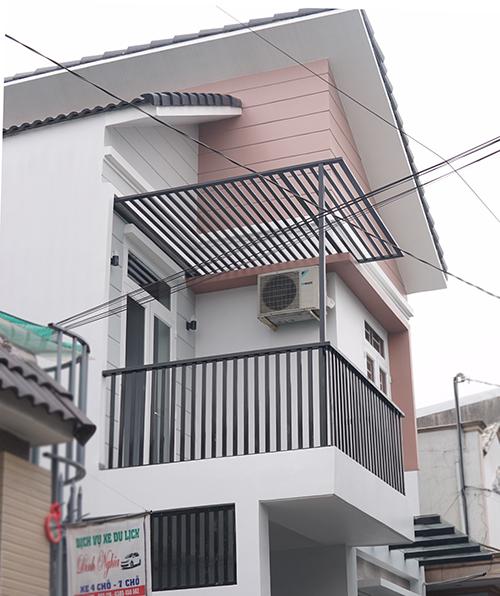 mau nha 2 tang hien dai dep 1 Mẫu nhà 2 tầng 6x12m khiêm tốn về diện tích   Thông Minh về thiết kế của vợ chồng 9X