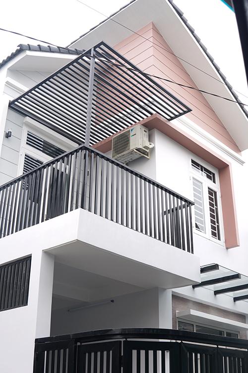 mau nha 2 tang hien dai dep 29 Mẫu nhà 2 tầng 6x12m khiêm tốn về diện tích   Thông Minh về thiết kế của vợ chồng 9X
