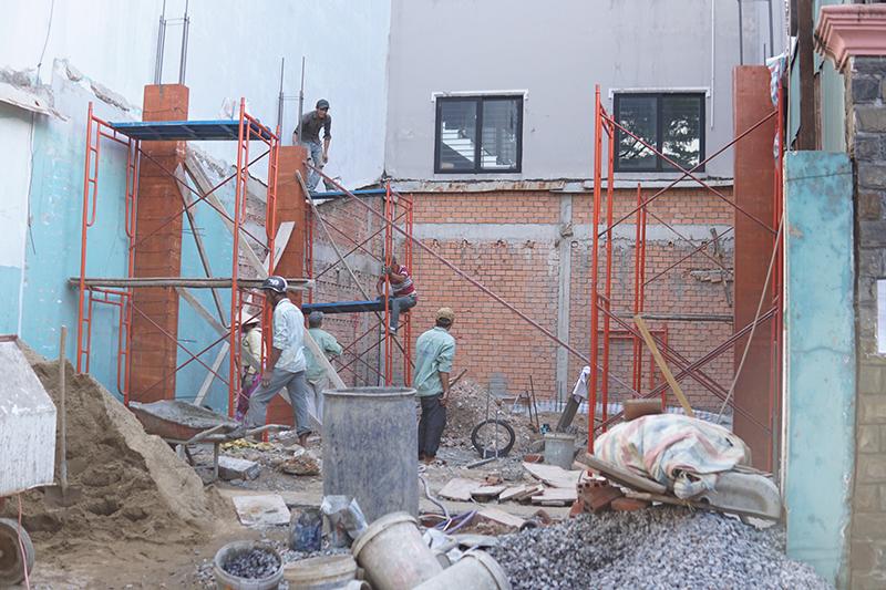 thi cong nha 3 tang hien dai cong ty xay dung bien hoa 1 Mẫu nhà 3 tầng đẹp hiện đại 6,7x12m có 3 giếng trời cho chủ nhà ưu tiên ánh sáng ở Biên Hòa