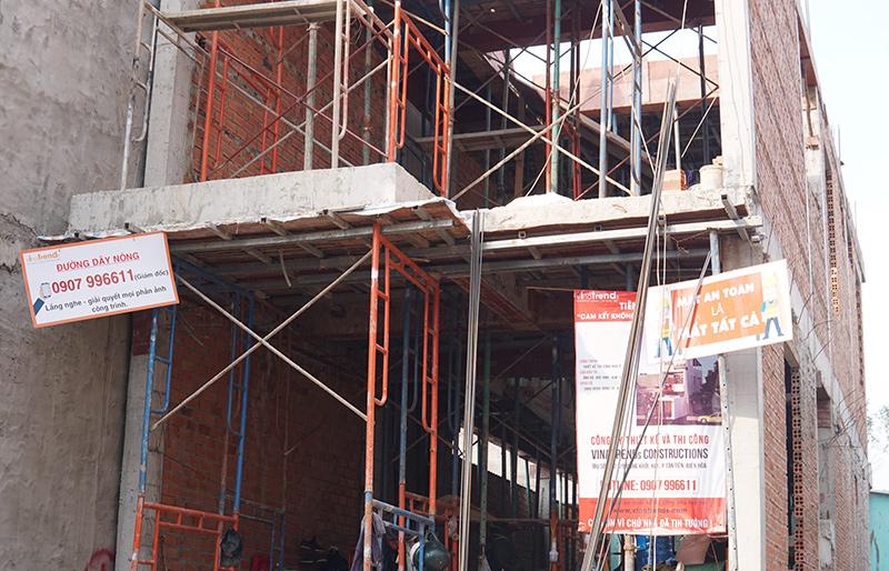 cong ty xay dung bien hoa nha chi suong Mẫu nhà 3 tầng hiện đại 4,7m dài 15m để thỏa mái ô tô đang thi công ở Amata Biên Hòa
