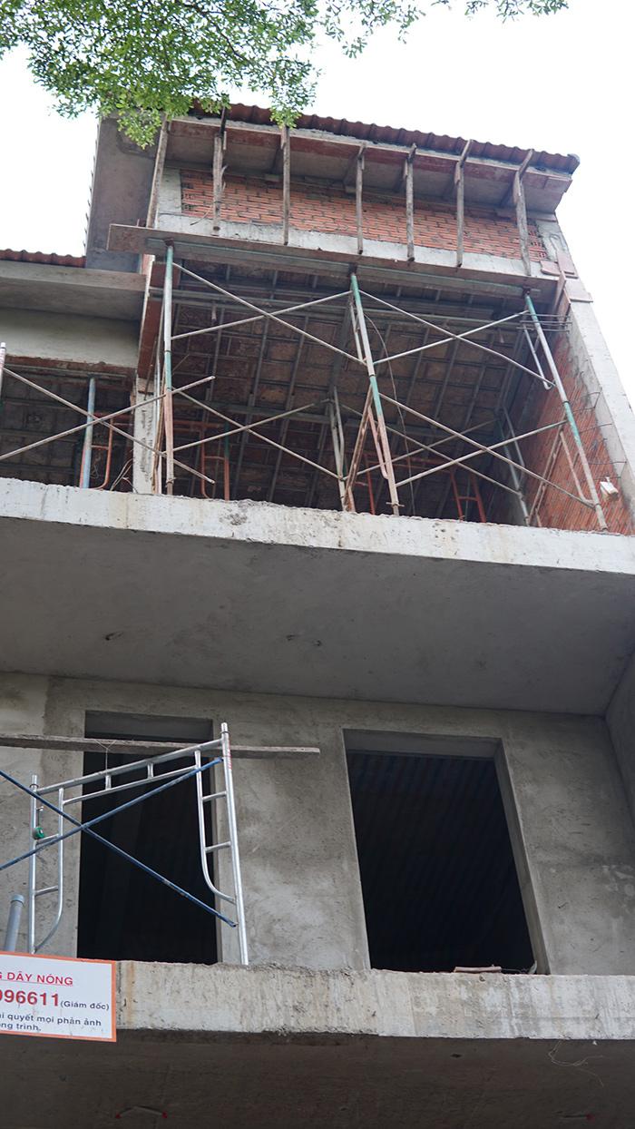 xay nha tron goi o bien hoa 3 tang hien dai 26.10 1 Mẫu nhà 3 tầng đẹp hiện đại 6,7x12m có 3 giếng trời cho chủ nhà ưu tiên ánh sáng ở Biên Hòa