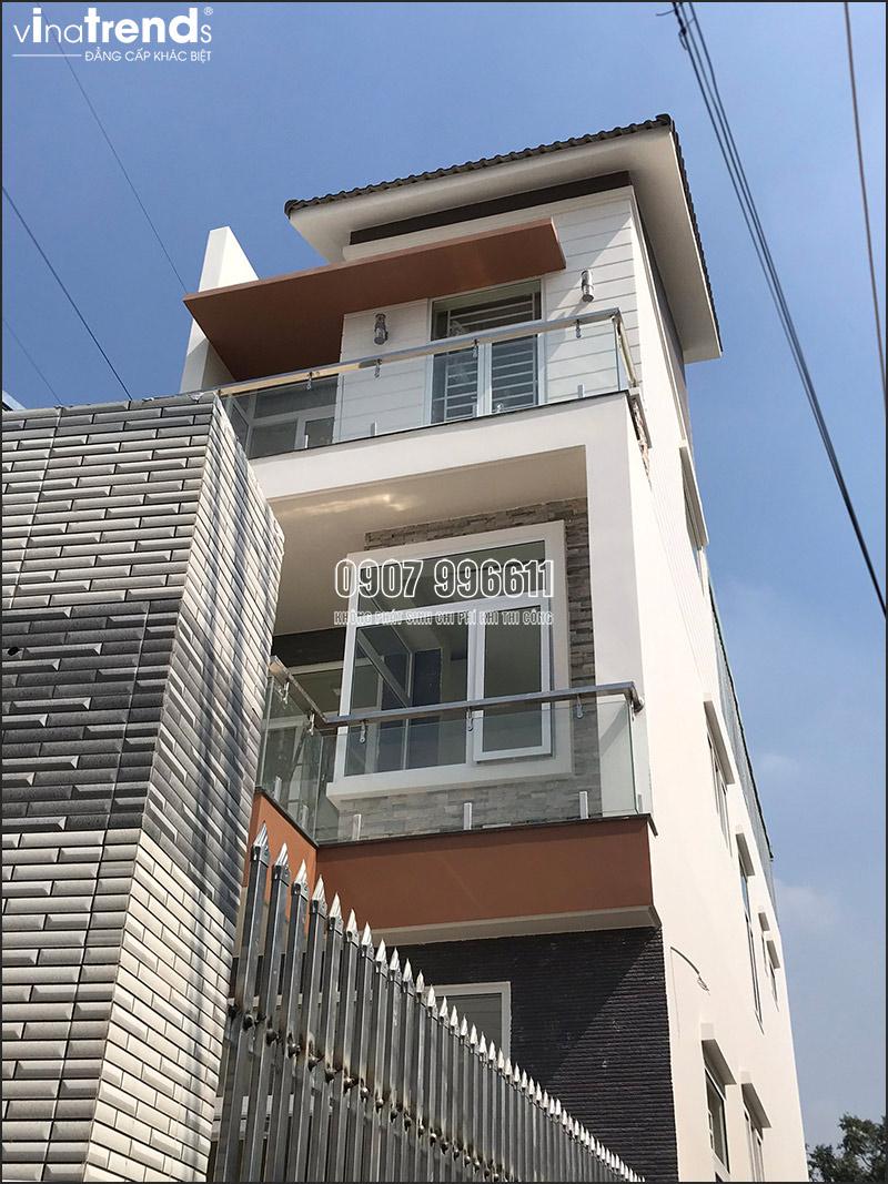 thi cong mau nha 3 tang hien dai dep o bien hoa 4 Mẫu nhà 3 tầng hiện đại 4,7m dài 15m để thỏa mái ô tô đang thi công ở Amata Biên Hòa