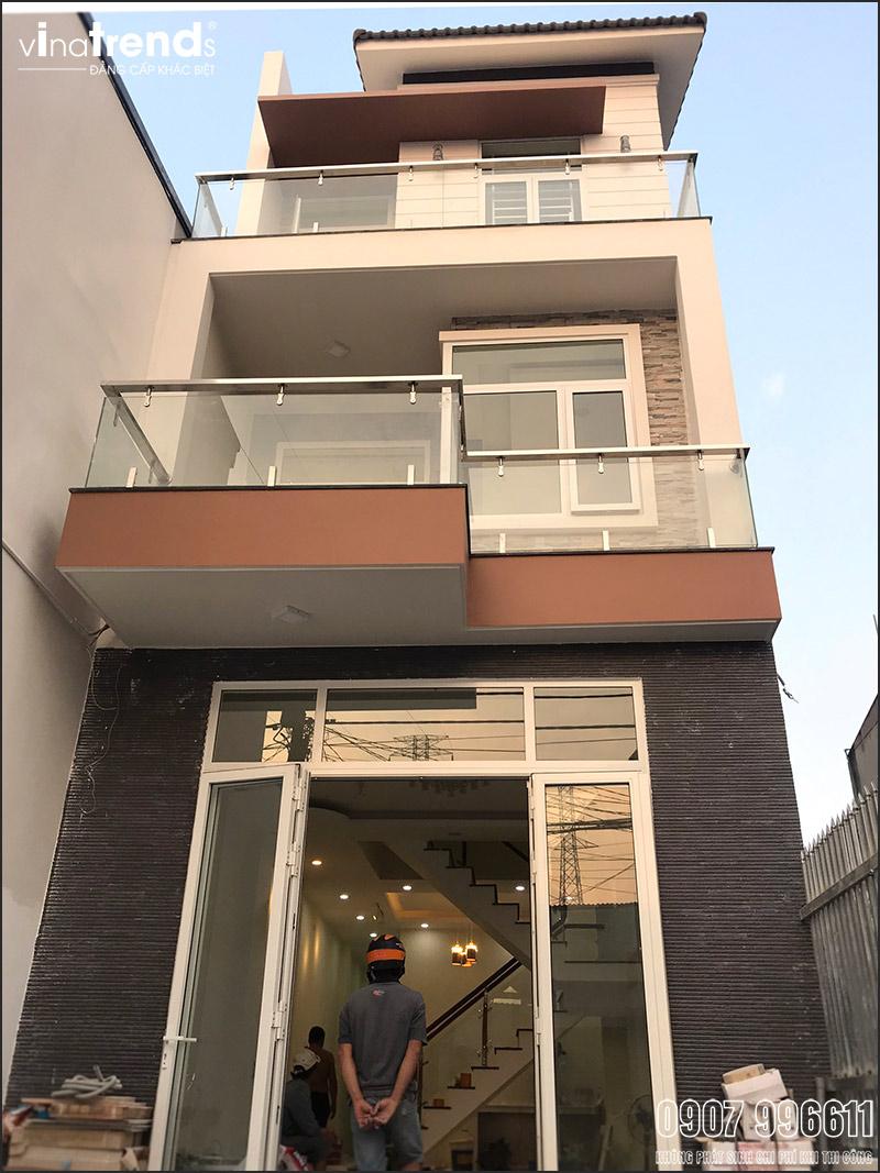 thi cong mau nha 3 tang hien dai dep o bien hoa Mẫu nhà 3 tầng hiện đại 4,7m dài 15m để thỏa mái ô tô đang thi công ở Amata Biên Hòa