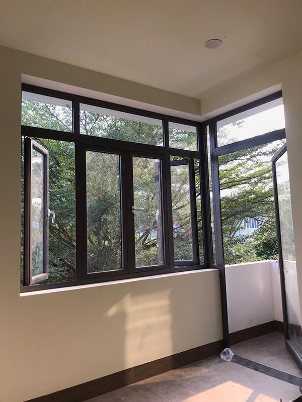 thi cong xay nha 3 tang dep do vinatrends thuc hien 2 Mẫu nhà 3 tầng đẹp hiện đại 6,7x12m có 3 giếng trời cho chủ nhà ưu tiên ánh sáng ở Biên Hòa