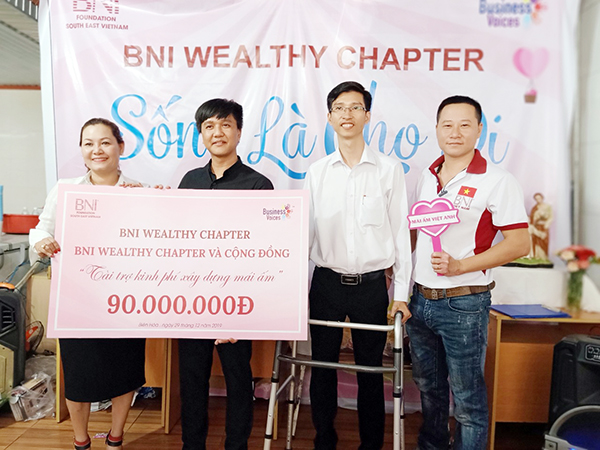 ceo nguyen ha vinatrends lam tu thien Đồng Nai Cuối Tuần: Chuyện giám đốc ngồi xe lăn