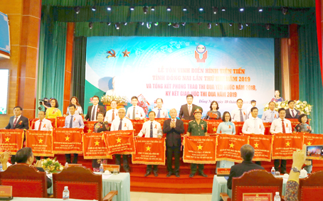 giam doc nguyen ngoc ha vinatrends nhan bang khen ca nhan dien hinh nam 2018 tinh dong nai 6 CEO Nguyễn Hà được tuyên dương điển hình tiên tiến tỉnh Đồng Nai năm 2019
