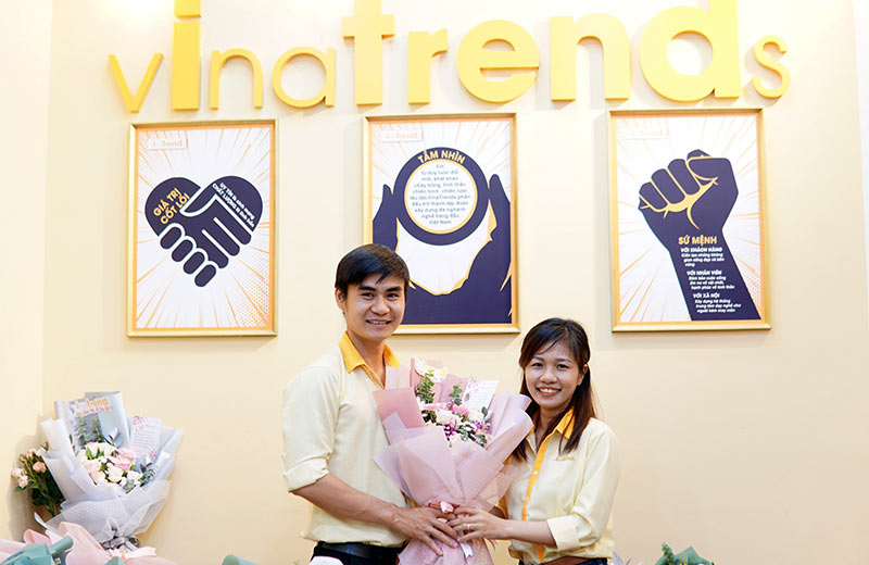 vinatrends tang qua 20 10 cho nhan vien va khach hang 11 VinaTrends mừng ngày Phụ nữ Việt Nam 20/10 cho nhân viên nữ và vợ nhân viên