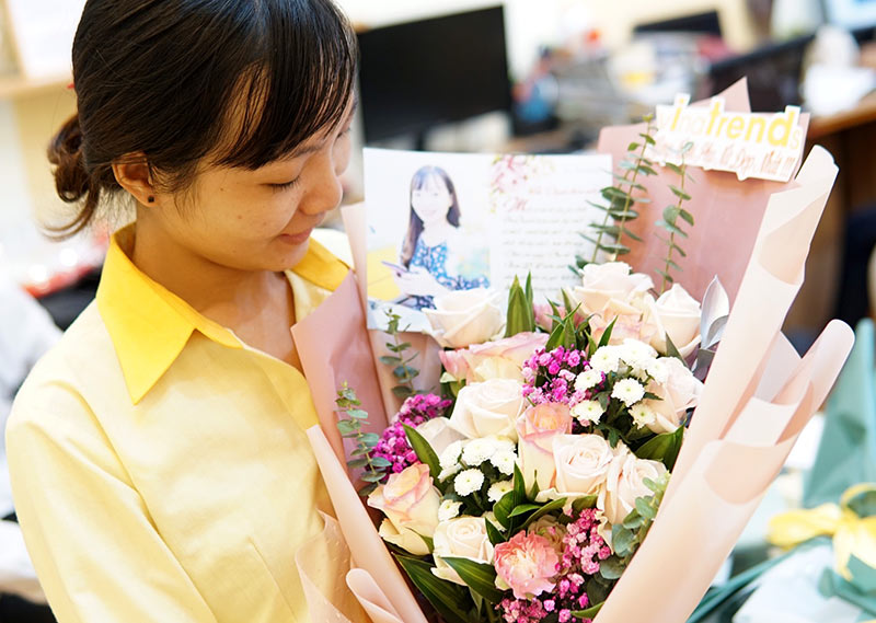 vinatrends tang qua 20 10 cho nhan vien va khach hang 17 VinaTrends mừng ngày Phụ nữ Việt Nam 20/10 cho nhân viên nữ và vợ nhân viên