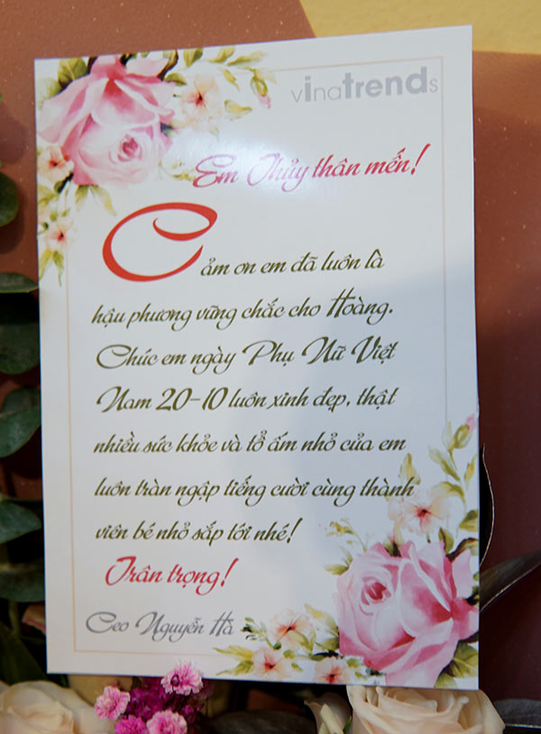 vinatrends tang qua 20 10 cho nhan vien va khach hang 2 VinaTrends mừng ngày Phụ nữ Việt Nam 20/10 cho nhân viên nữ và vợ nhân viên
