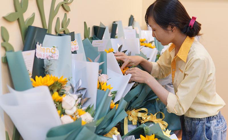 vinatrends tang qua 20 10 cho nhan vien va khach hang 7 VinaTrends mừng ngày Phụ nữ Việt Nam 20/10 cho nhân viên nữ và vợ nhân viên