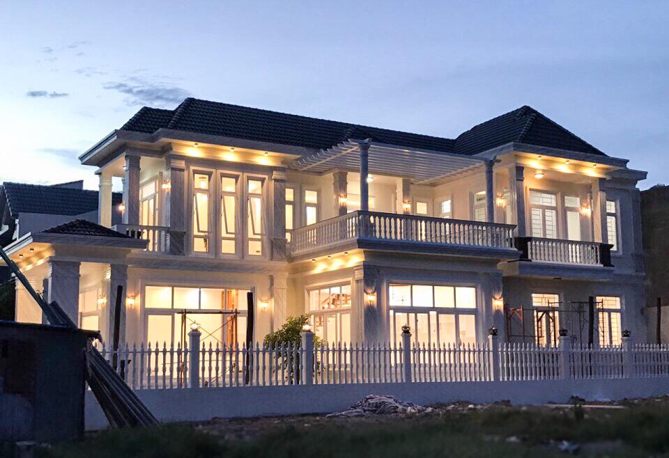 mau nha biet thu dep 2 tang Mẫu nhà vườn biệt thự 2 tầng đơn giản 10x20,8m có 4 phòng ngủ ở Phan Thiết